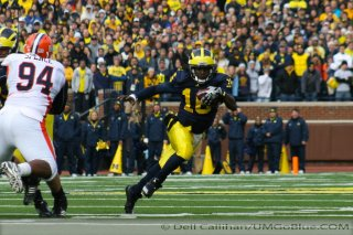 Michigan Wolverine Football  Team 133 on the Clock  Who will get Denard Robinson the ball? 699  320x240 2010 umillinois 29 Mike Martin David Molk Brady Hoke 2012 Spring Football