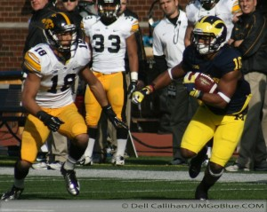 M FOOTBALL 2012: SEASON'S LAST HOME GAME PROVIDES THE FINAL OPPORTUNITY FOR 23 SENIORS TO ENJOY MICHIGAN STADIUM AND ITS ATMOSPHERE, WHILE OBTAINING A NEEDED WIN WOLVERINES 42, HAWKEYES 17. 2012 UMIowa 018 300x239 Devin Gardner Denard Robinson 2012
