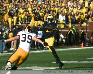 M FOOTBALL 2012: SEASON'S LAST HOME GAME PROVIDES THE FINAL OPPORTUNITY FOR 23 SENIORS TO ENJOY MICHIGAN STADIUM AND ITS ATMOSPHERE, WHILE OBTAINING A NEEDED WIN WOLVERINES 42, HAWKEYES 17. 2012 UMIowa 019 300x239 Devin Gardner Denard Robinson 2012