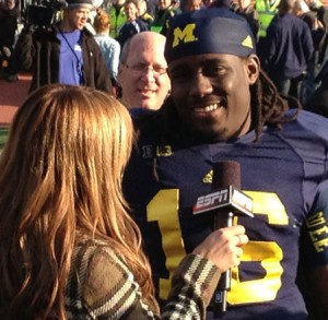 M FOOTBALL 2012: SEASON'S LAST HOME GAME PROVIDES THE FINAL OPPORTUNITY FOR 23 SENIORS TO ENJOY MICHIGAN STADIUM AND ITS ATMOSPHERE, WHILE OBTAINING A NEEDED WIN WOLVERINES 42, HAWKEYES 17. 2012 UMIowa post2 300x293 Devin Gardner Denard Robinson 2012